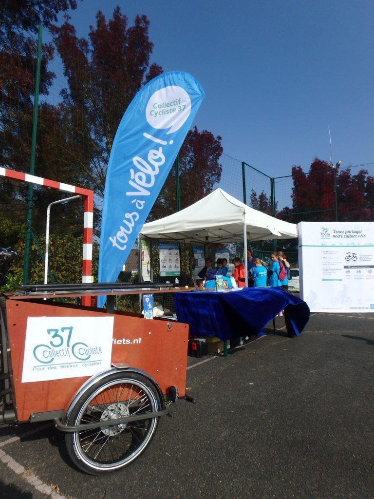 Le stand Tours Métropole Val de Loire / CC37.