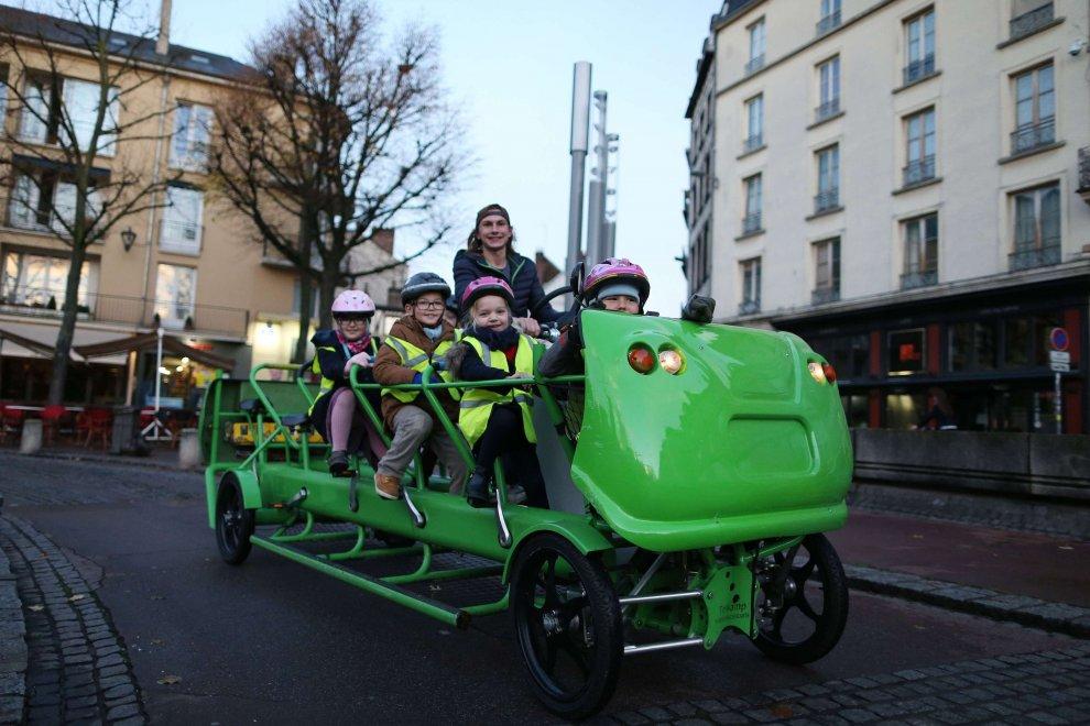 S'cool Bus, l'autobus à pédales qui transporte les enfants à l'école. @S'cool Bus