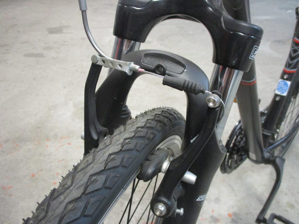 Vue d'un frein de vélo de type V-Brake. @CC37