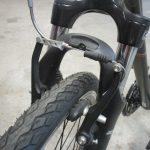 Vue d'un frein de vélo de type V-Brake. @CC37-photo Willy Granger