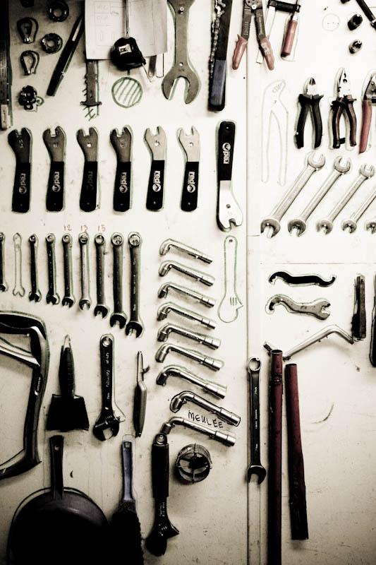 Panneau d'outillage de l'atelier d'auto-réparation du Collectif Cycliste 37. ©Collectif Cycliste 37
