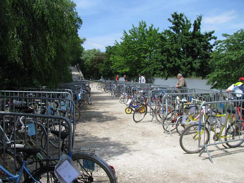 Bourse aux vélos d'occasion, place Anatole France à Tours.