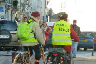 Les débuts de la vélo-école du Collectif Cycliste 37 sur la base de cours individuels dans des parcs et jardins de l'agglomération tourangelle. Ici, à Tours au début des années 2010.