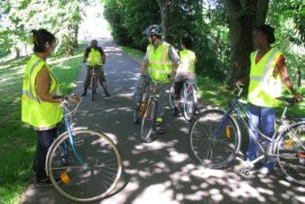 Les débuts de la vélo-école du Collectif Cycliste 37 sur la base de cours individuels dans des parcs et jardins de l'agglomération tourangelle. Ici, sur l'île Simon à Tours en 2012 ou 2013.