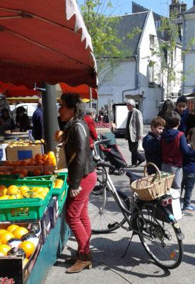 Au marché des Halles, à Tours. Vélo pratique !