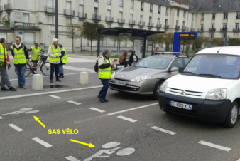 Explication du sas vélo et de la ligne d'arrêt des feux en une seule image. @CC37.