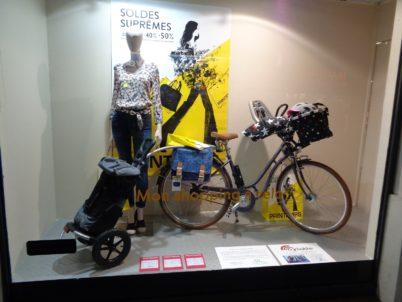 «Mon shopping à vélo» : des photos de l'exposition au Printemps de Tours