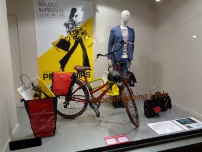 Faire ses courses à vélo : une exposition au Printemps de Tours