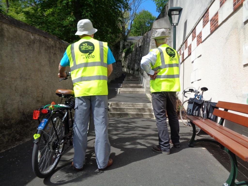 Visite de terrain lors d'une précédente étude sur le passage des Cents-Marches à Saint-Cyr-sur-Loire.