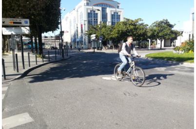 Quel positionnement des cyclistes dans les giratoires ?