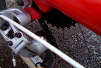Dérailleur arrière SRAM X4 sur un vélo allongé Yuba Bike. @CC37