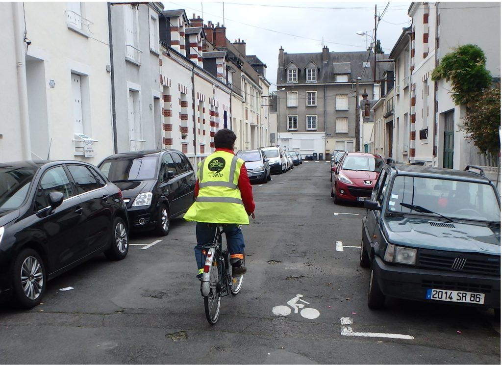Le vélo, un mode de déplacement rapide, pratique et économique.