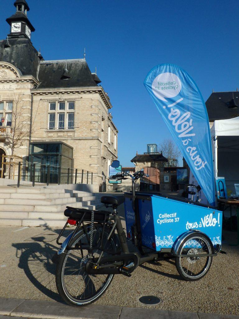 """Le vélo-cargo du Collectif Cycliste 37 : un seul mot d'ordre """"Tous à vélo !"""""""