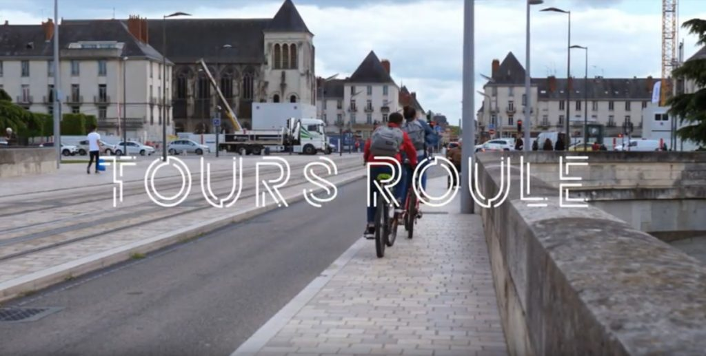 Tours roule, un documentaire sur le vélo et les cyclistes à Tours réalisé en 2019 par des étudiants de deuxième année du mastère en journalisme documentaire de l'école du Cercle digital.