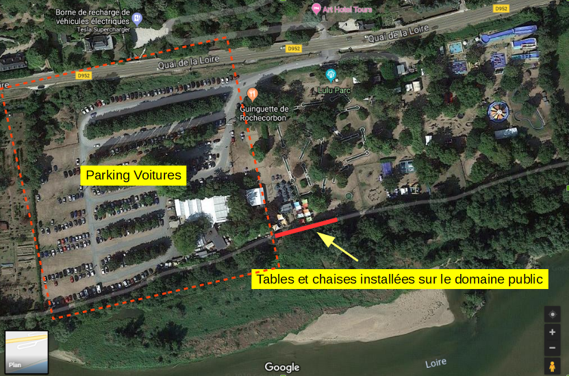 Vue globale du site de la guinguette de Rochecorbon et, en rouge, la voie verte des bords de Loire sur laquelle ont été installées les deux doubles barrières.