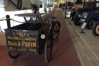 Triporteur de la Maison A. Papin, à Tours, servant à transporter des machines à coudre. @Musée Maurice Dufresne, 2019.