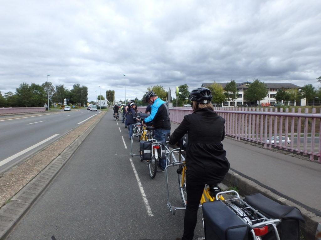 """Formation du Collectif Cycliste 37 """"Se déplacer en sécurité à vélo en ville"""" pour les salariés du groupe La Poste, à Joué-lès-Tours en septembre 2017. @CC37 - photo Marie Patois"""