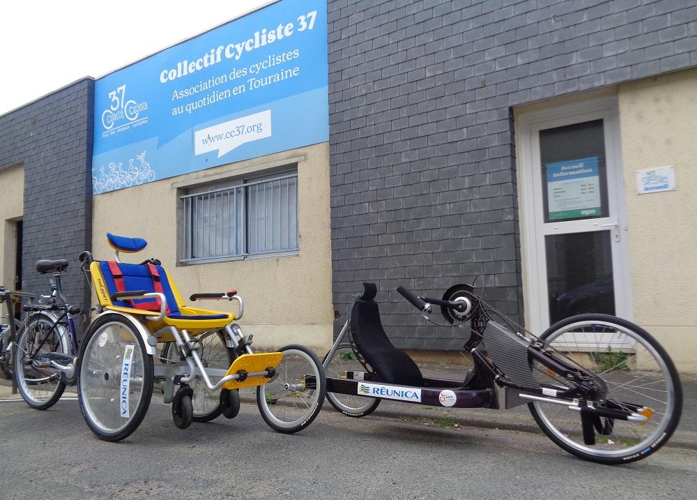 Vélo pousse et handbike du Collectif Cycliste 37 devant notre local à Tours. @CC37