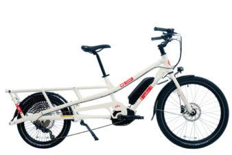 Vélo-cargo à assistance électrique de type vélo rallongé ou longtail, modèle Spicy Curry de chez Yuba. @Cyclable