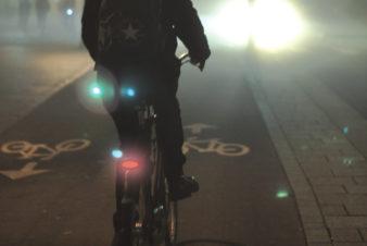 "Affiche de la semaine FUB ""Cyclistes brillez !"" 2019. @FUB"