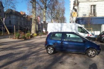 Avenue de Grammont, à Tours : les véhicules motorisés occupent indûment l'espace public. @CC37