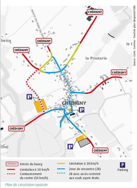 Plan de circulation apaisée du village de Chédigny, Indre-et-Loire. Le choix de l'apaisement de la circulation est immédiatement visible avec le passage du bourg en zone de rencontre (en bleu) et en limitant la traversée du cœur de bourg en véhicules motorisés aux seuls ayant droits (en pointillé bleu). Source : carte : CEREMA. Fonde de carte : Géoportail IGN.