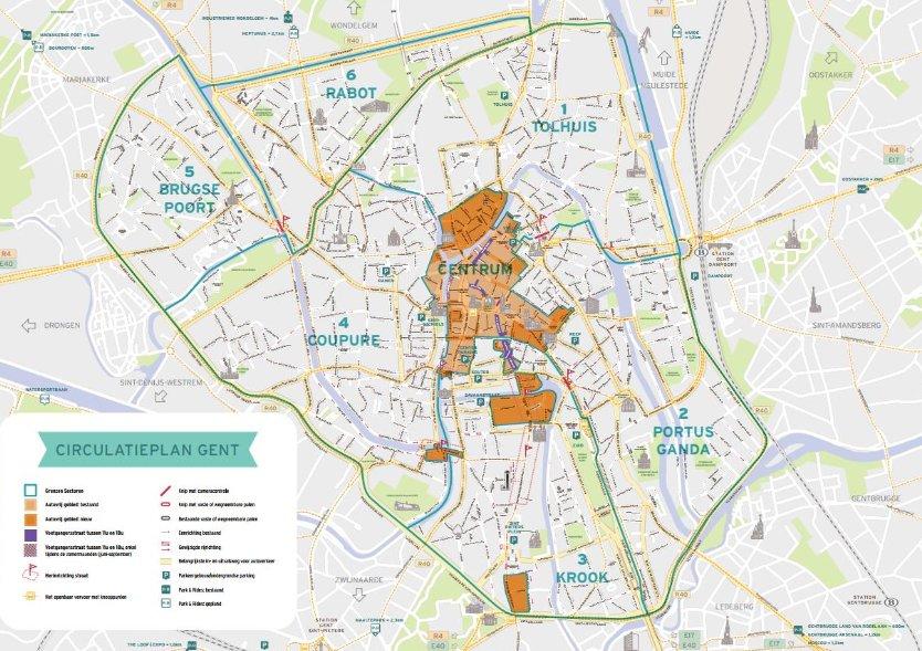 Le nouveau plan de circulation de Gand, officiellement lancé le 3 avril 2017 après une longue campagne de communication et de pédagogie, vise à élargir la zone à circulation restreinte de 15 hectares supplémentaires, de manière à donner davantage d'espace aux piétons et aux cyclistes. La zone sans trafic de transit est ainsi passé en une nuit à 51 hectares. Il est impossible d'entrer dans la zone sans autorisation. Le centre-ville, entourant cette zone, est divisée en six sections, accessibles uniquement par les grands boulevards intérieurs.Sébastien Marrec, 12 juillet 2018.