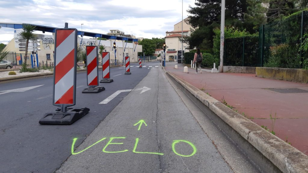 Piste cyclable temporaire à Montpellier, avril 2020. Photo : BikeSailnHike, Vélocité Grand Montpellier.