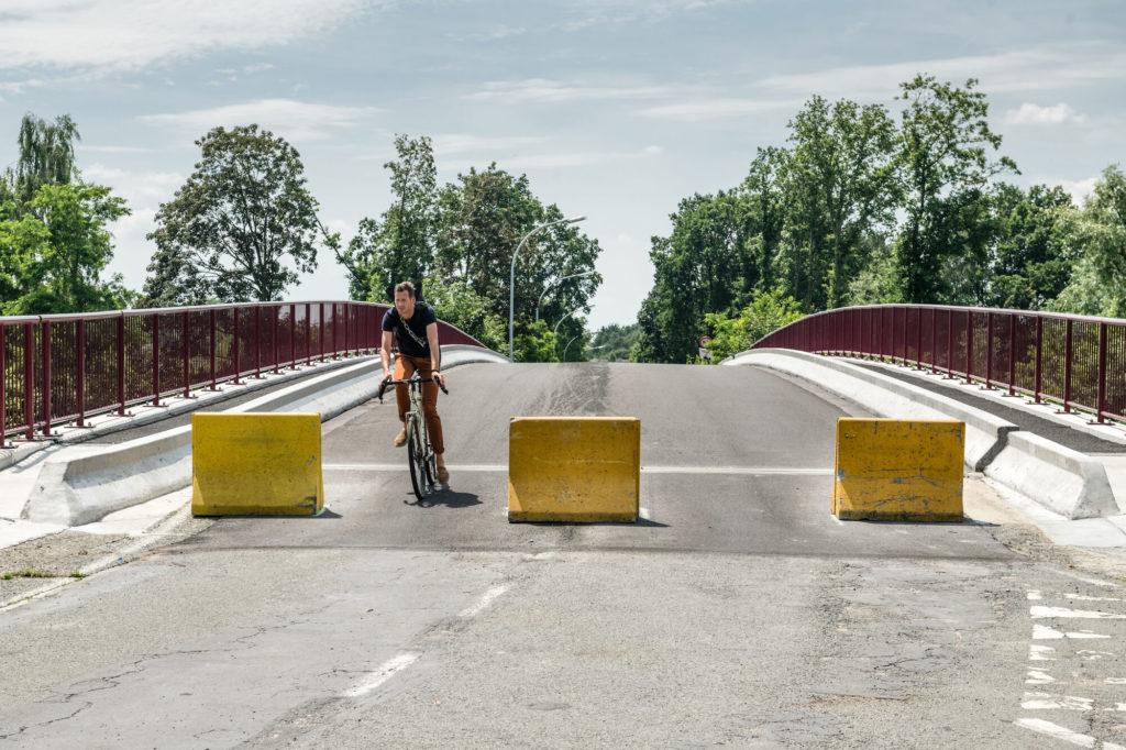 Un pont fermé à la circulation des véhicules motorisés mais ouvert pour le passage des piétons et des cyclistes dont on cherche à favoriser les déplacements. © Stad Gent - Christophe Vander Eecken