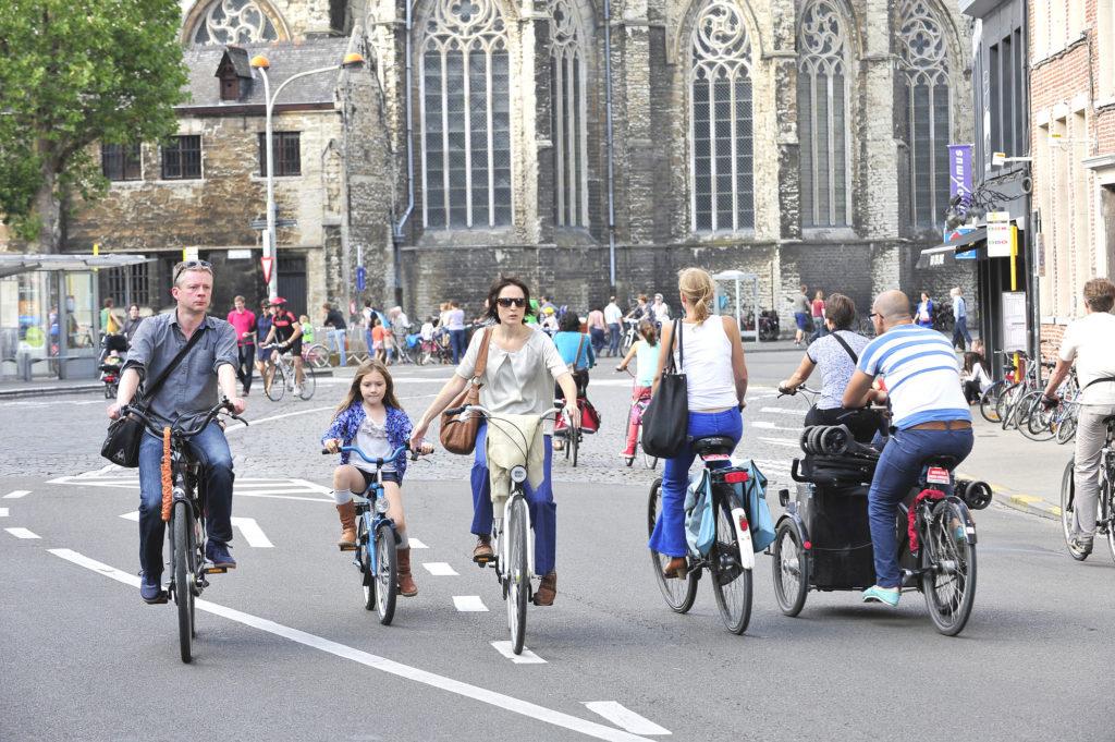 Gand : déplacements en vélo en famille, avec ou sans vélo cargo. ©Copyright Stad Gent - photographe : Patrick Henry.
