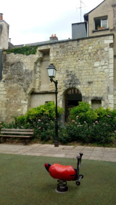 Balades estivales : «Petites places et jardins secrets de Tours»