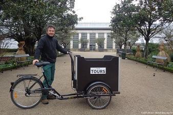 Le service des Parcs et Jardins de la ville de Tours s'équipe de triporteurs