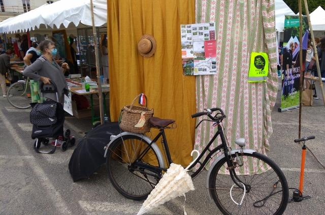 L'antenne lochoise du CC37 présente au Forum des associations de Loches, le samedi 5 septembre 2020... avec un vélo de 1936 !