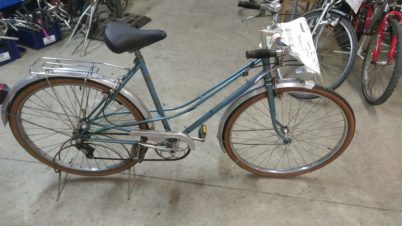 Vélo ville mixte couleur bleu à 80 €