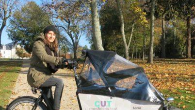 «Cut cut», la coiffeuse itinérante à vélo-cargo