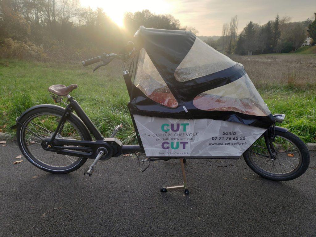 """Le vélo-cargo """"Cut cut"""" de Sonia, la coiffeuse qui se déplace à domicile à vélo."""