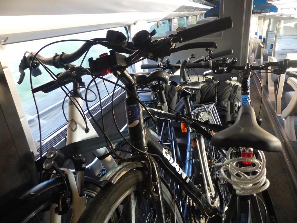 Vélos à bord du TGV Océane. Source : CycloTransEurope, 2021.