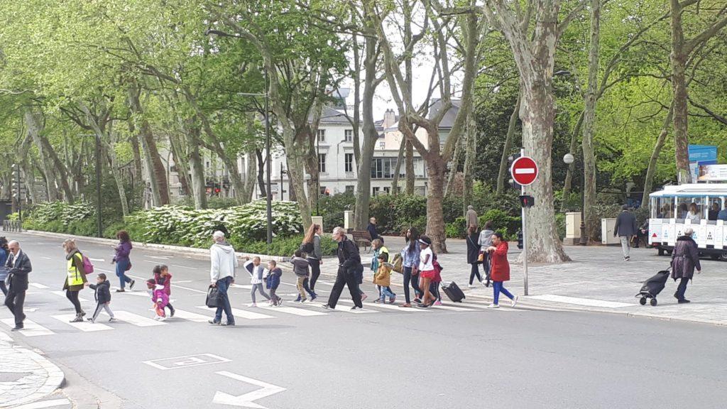 Traversée piétonne sur le boulevard Heurteloup à Tours