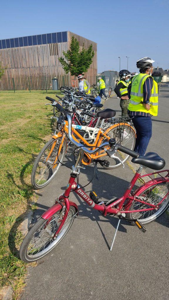 Échauffement pour le cours de vélo-école. @CC37, 2021.