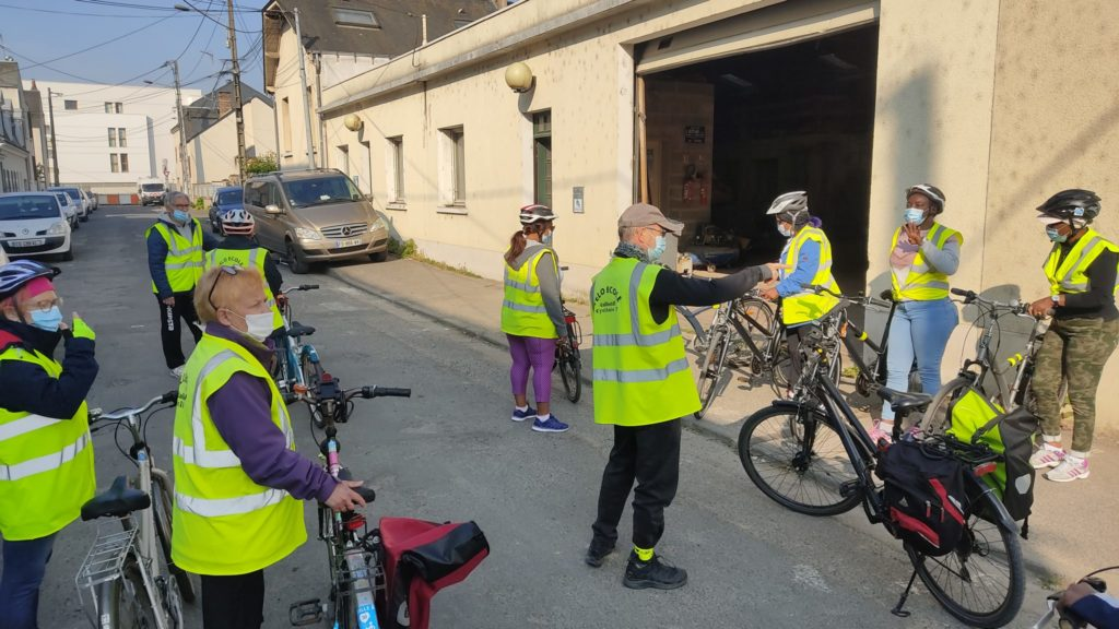 Départ vers le lieu de cours de vélo-école... en temps de pandémie ! @CC37, 2021.