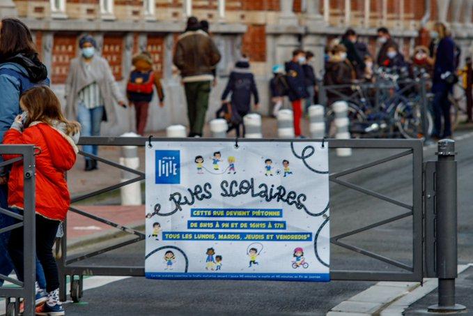 L'entrée d'une rue scolaire mise en place à Lille. Guilhem Fouques/DICOM-Ville de Lille, CC BY-NC