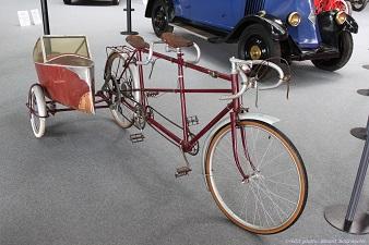 Un Cyclo-tandem Side-car exposé à la Foire de Tours