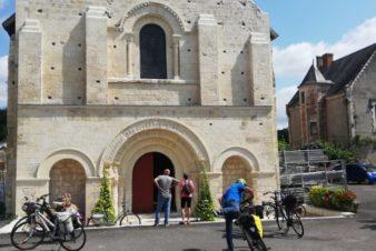 Arrêt devant l'église de La Celle-Guenand pour admirer la belle façade romane de l'église Notre-Dame. @Photo : CC37.